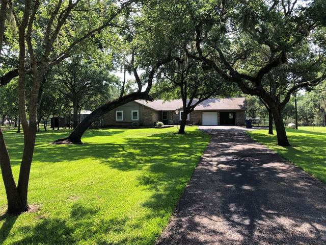 319 Buffalo Trail, Lake Jackson, TX 77566 (MLS #69882170) :: Lerner Realty Solutions