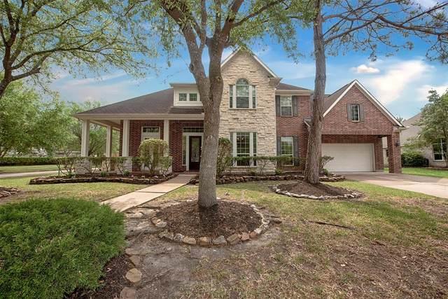 2901 Burr Oak Drive, Friendswood, TX 77546 (MLS #69907671) :: Ellison Real Estate Team