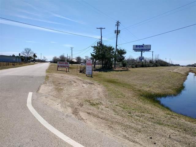 7529 Blimp Base Road, Hitchcock, TX 77563 (MLS #70263611) :: Michele Harmon Team