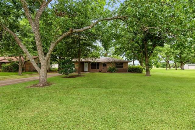 1415 E Houston Street, Highlands, TX 77562 (MLS #70516190) :: The SOLD by George Team