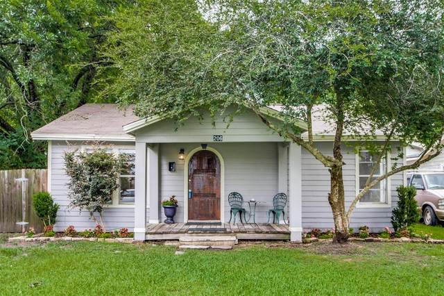 206 E Kay Street, Dayton, TX 77535 (MLS #70705420) :: The SOLD by George Team