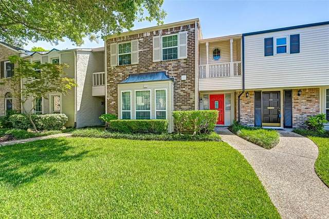 834 Wax Myrtle Lane, Houston, TX 77079 (MLS #70963507) :: Michele Harmon Team