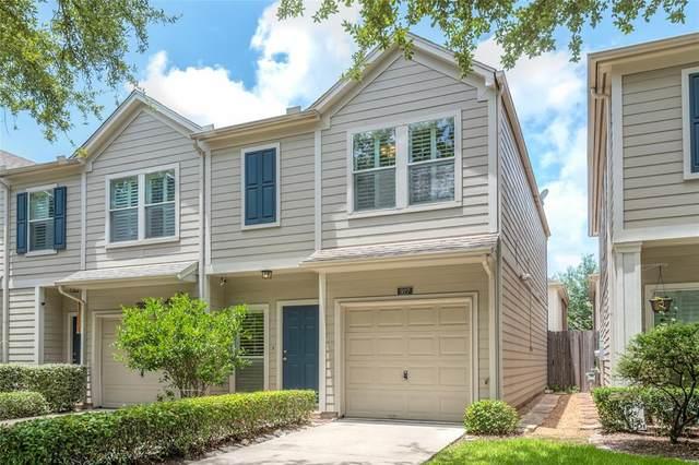 927 W Heights Hollow Lane, Houston, TX 77007 (MLS #71066210) :: The Parodi Team at Realty Associates