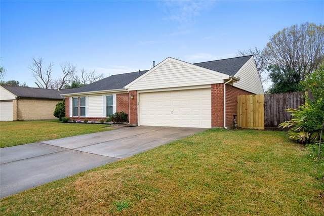15935 Pipers View Drive, Houston, TX 77598 (MLS #71712624) :: The SOLD by George Team