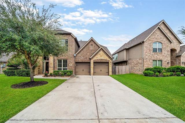 13513 Silent Walk Drive, Pearland, TX 77584 (MLS #72197881) :: The Freund Group