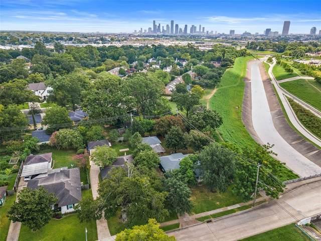 802 T C Jester Boulevard, Houston, TX 77008 (MLS #72338038) :: Christy Buck Team