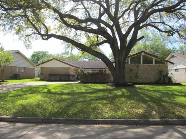 1426 Saxony Lane, Nassau Bay, TX 77058 (MLS #72566882) :: Texas Home Shop Realty
