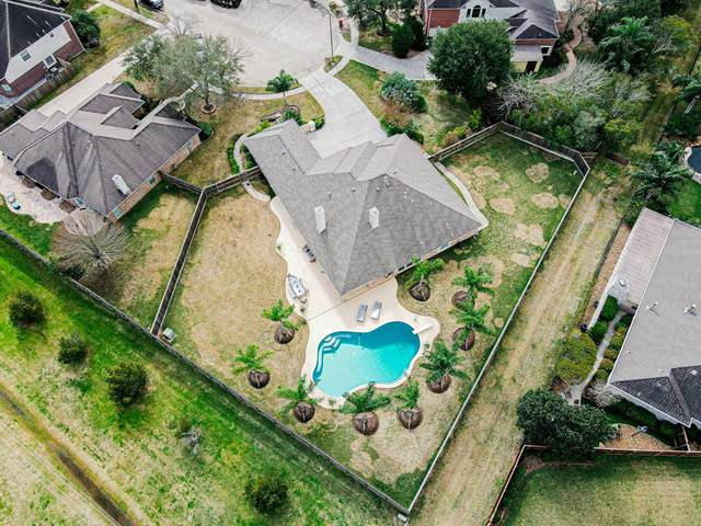 1701 Sandy Lake Drive, Friendswood, TX 77546 (MLS #72972040) :: The SOLD by George Team