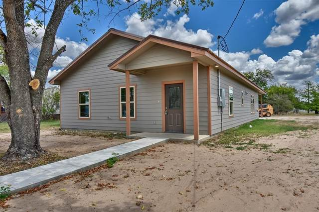 906 N Ellis Street, Giddings, TX 78942 (MLS #72980970) :: The Home Branch
