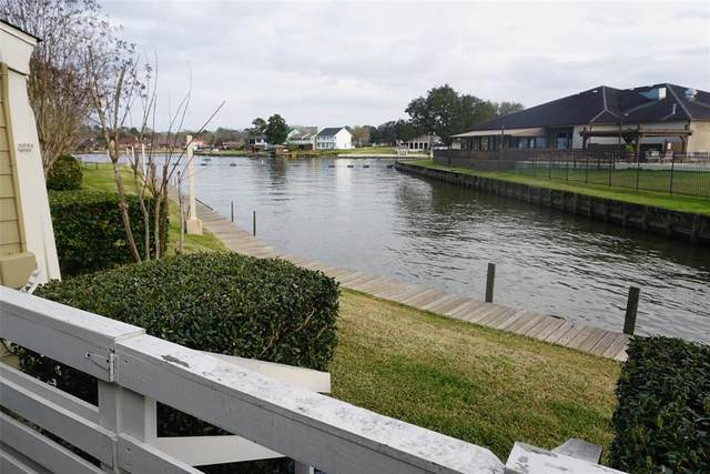 2 April Point Drive S, Conroe, TX 77356 (MLS #73148213) :: The Home Branch