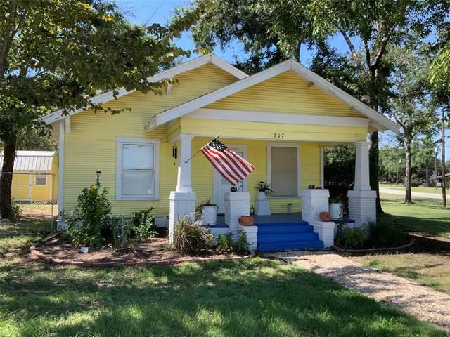207 N Archer Street, Groesbeck, TX 76642 (MLS #73261633) :: The SOLD by George Team