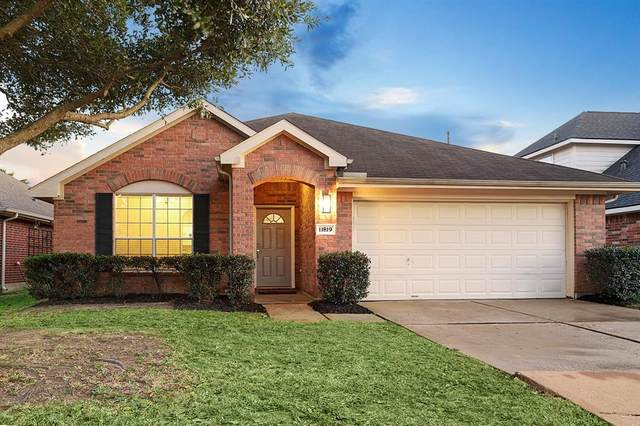 11819 Piney Bend Drive, Tomball, TX 77375 (MLS #73308342) :: The Andrea Curran Team powered by Styled Real Estate