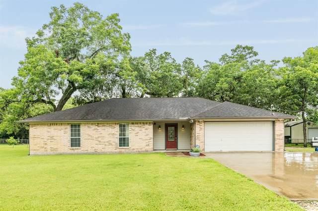 220 Jamison Drive, Angleton, TX 77515 (MLS #7344288) :: My BCS Home Real Estate Group