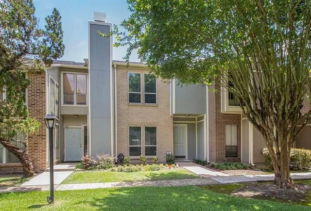 8263 Wednesbury Lane, Houston, TX 77074 (MLS #73471299) :: TEXdot Realtors, Inc.