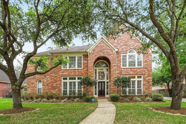 712 Hidden Woods Lane, Friendswood, TX 77546 (MLS #73595683) :: The SOLD by George Team