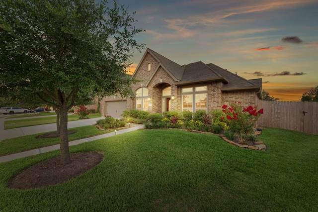 2827 Moss Lake Lane, Pearland, TX 77584 (MLS #73743434) :: The SOLD by George Team