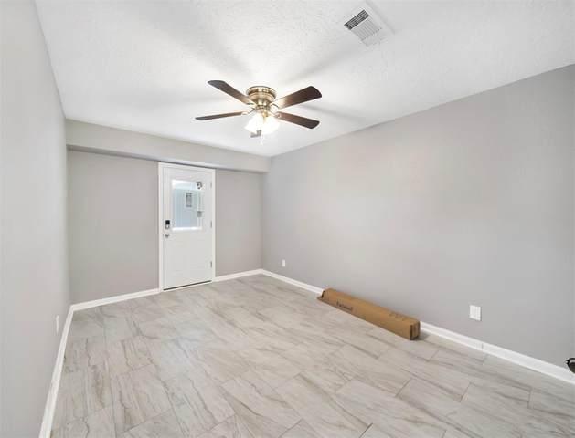 304 Old Bayou Drive, Dickinson, TX 77539 (MLS #73822833) :: Keller Williams Realty