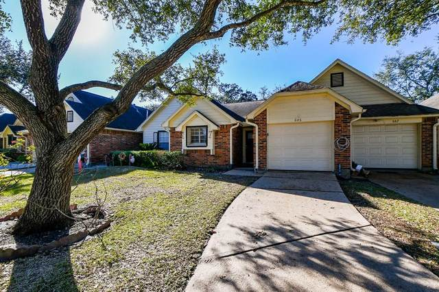 646 W Country Grove Circle, Pearland, TX 77584 (MLS #73851121) :: Lerner Realty Solutions