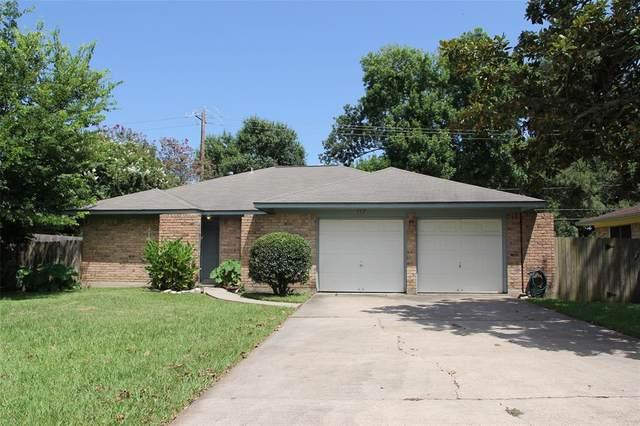 112 Birch Street, Lake Jackson, TX 77566 (MLS #73905985) :: Rachel Lee Realtor