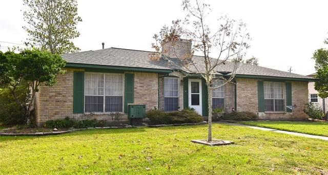 310 Petunia Street, Lake Jackson, TX 77566 (MLS #74155287) :: The Property Guys