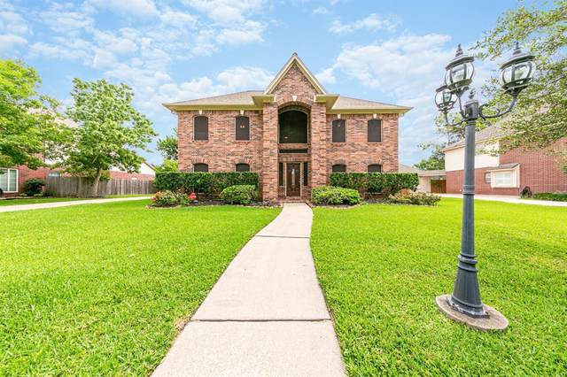 1605 Falcon Ridge Boulevard, Friendswood, TX 77546 (MLS #74161874) :: Bay Area Elite Properties