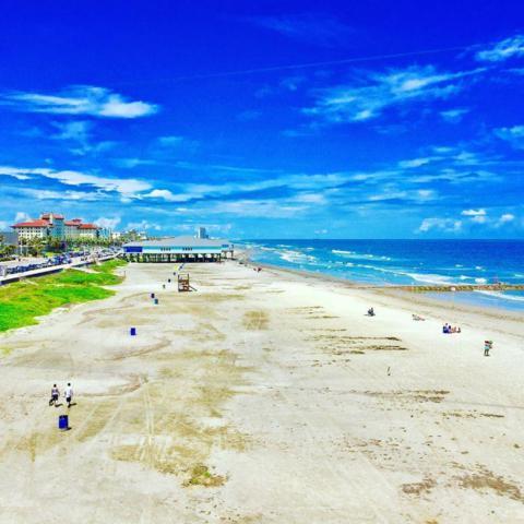 500 Seawall Boulevard #708, Galveston, TX 77550 (MLS #74371846) :: Carrington Real Estate Services