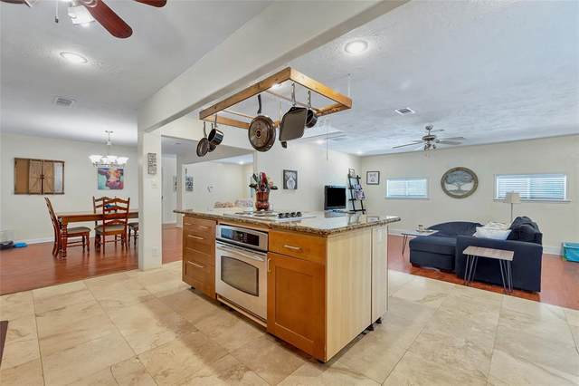 411 Roundabout Road, Huntsville, TX 77320 (MLS #74557975) :: Green Residential