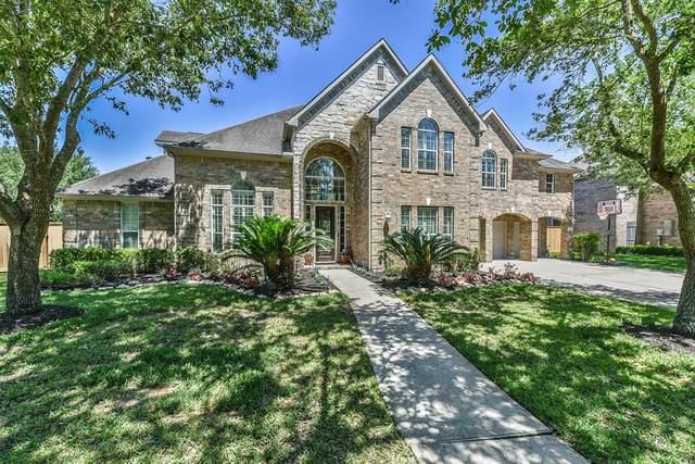 5227 Pilgrim Oaks Lane, League City, TX 77573 (MLS #74668162) :: Ellison Real Estate Team