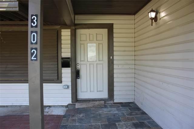 302 Highland Drive, Hitchcock, TX 77563 (MLS #74861747) :: The Wendy Sherman Team