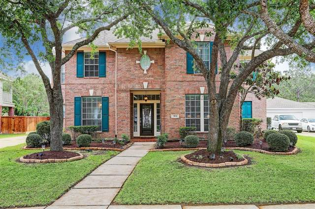 3104 Autumn Leaf Drive, Friendswood, TX 77546 (MLS #74957811) :: The SOLD by George Team