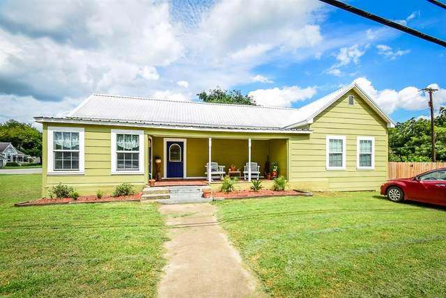 602 West Avenue, Schulenburg, TX 78956 (MLS #7498039) :: The Heyl Group at Keller Williams