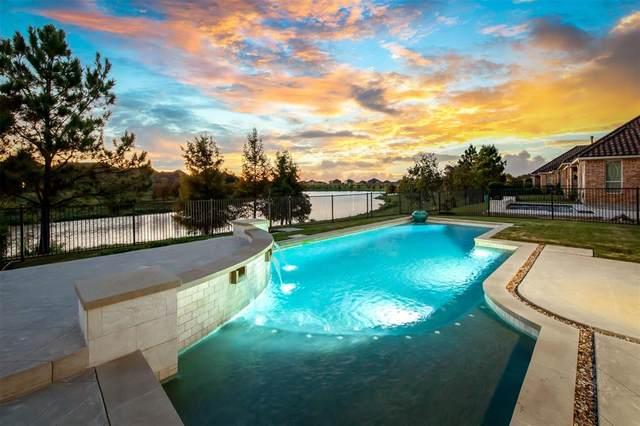 15 Lake View Loop, Fulshear, TX 77441 (MLS #75131835) :: The Wendy Sherman Team