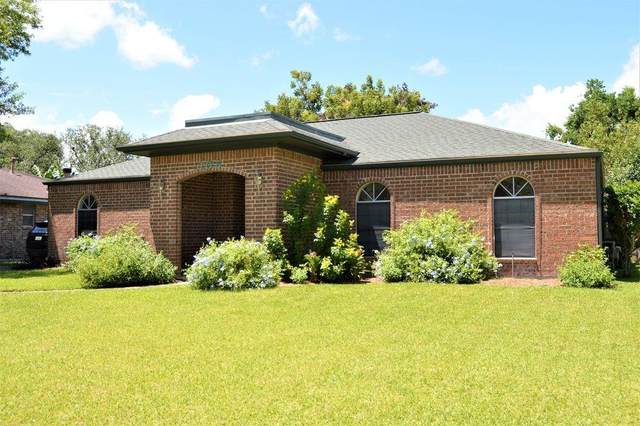 105 Spruce Street, Lake Jackson, TX 77566 (MLS #75285601) :: Christy Buck Team