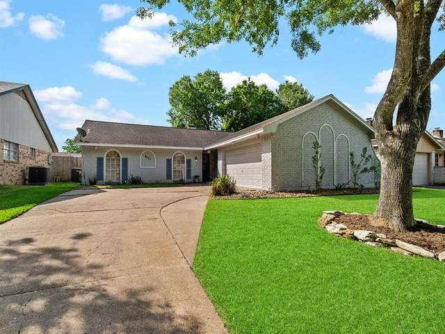 4323 Townes Forest Road, Friendswood, TX 77546 (MLS #75304290) :: Christy Buck Team