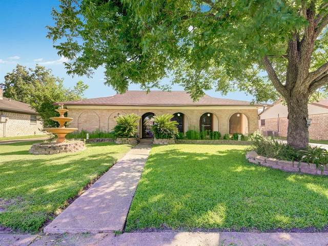 11302 Sagetrail Drive, Houston, TX 77089 (MLS #75602270) :: The SOLD by George Team