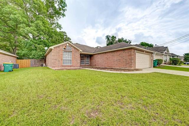 242 Maple Lane, Conroe, TX 77304 (MLS #75757346) :: The SOLD by George Team