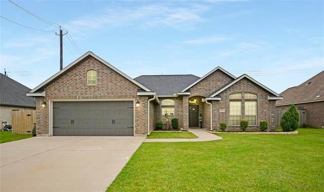 113 Cinnamon Lane, Lake Jackson, TX 77566 (MLS #76480479) :: My BCS Home Real Estate Group