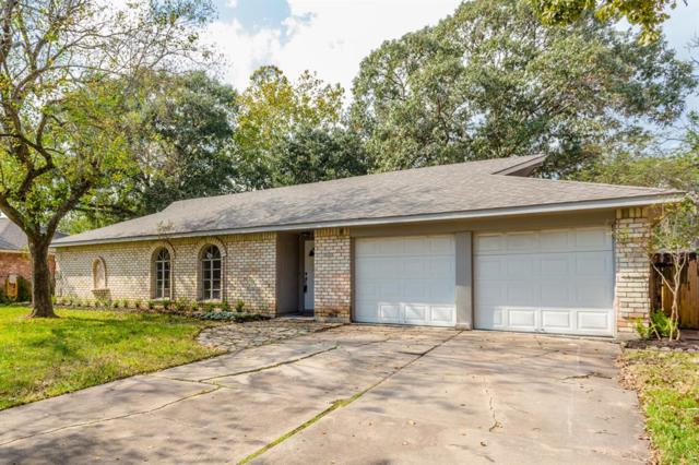 304 Dover Lane, Friendswood, TX 77546 (MLS #76484931) :: JL Realty Team at Coldwell Banker, United