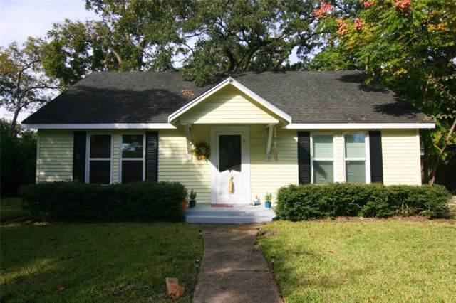 608 W Adoue Street, Alvin, TX 77511 (MLS #76551803) :: The Sold By Valdez Team