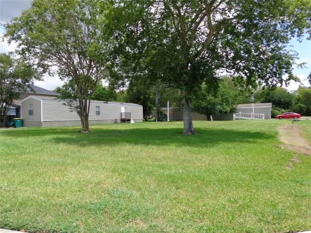 3035 Bay Oaks Harbor Drive, Baytown, TX 77523 (MLS #77021845) :: The Parodi Team at Realty Associates