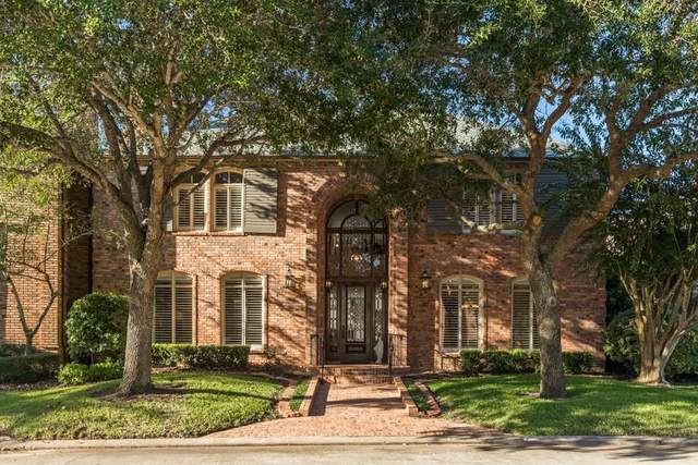 5 Heritage Oak Court, Lake Jackson, TX 77566 (MLS #77051745) :: Connell Team with Better Homes and Gardens, Gary Greene