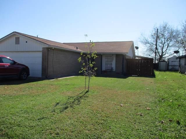 236 Austin Street, Angleton, TX 77515 (MLS #77159705) :: The SOLD by George Team