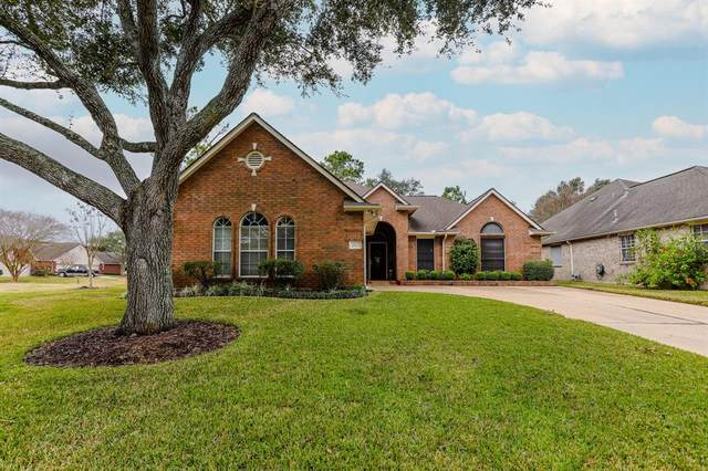 714 Country Meadows Drive, Pearland, TX 77584 (MLS #77309941) :: The Bly Team