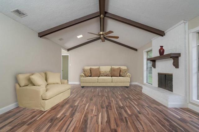 1915 Aggie Lane, League City, TX 77573 (MLS #77360377) :: Texas Home Shop Realty