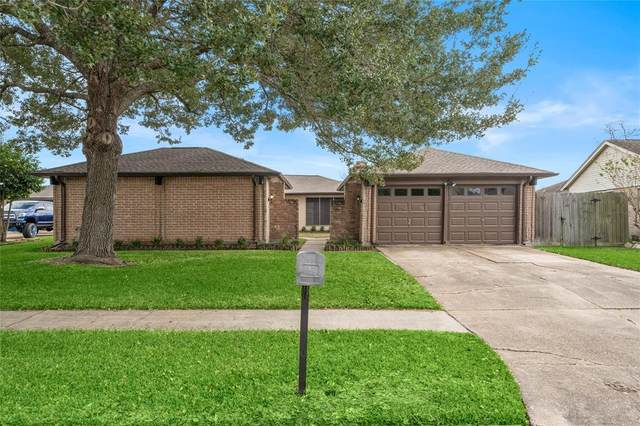 633 W Castle Harbour Drive, Friendswood, TX 77546 (MLS #77488988) :: The Bly Team