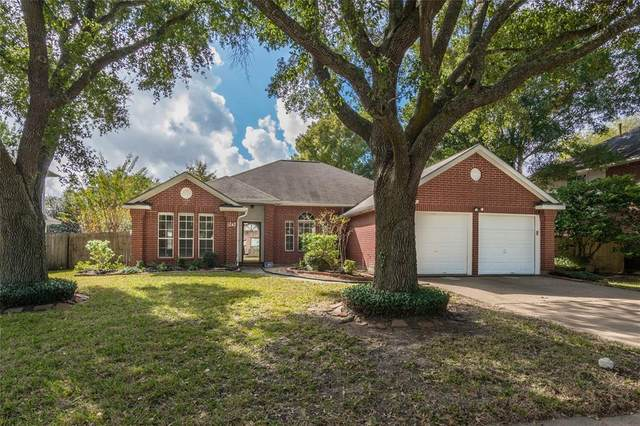 1243 Hunter Wood Drive, League City, TX 77573 (MLS #775672) :: The Bly Team
