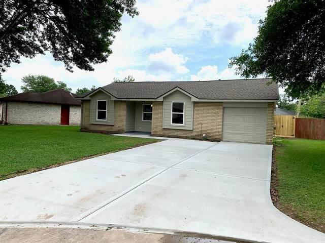 512 Stadium Lane, Friendswood, TX 77546 (MLS #77659120) :: Ellison Real Estate Team