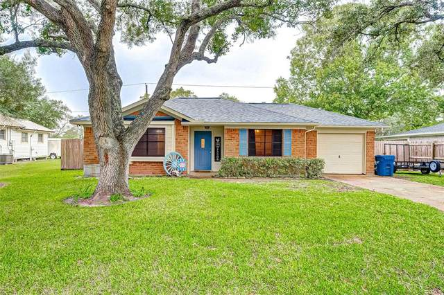 2814 North Avenue, Needville, TX 77461 (MLS #77766524) :: My BCS Home Real Estate Group