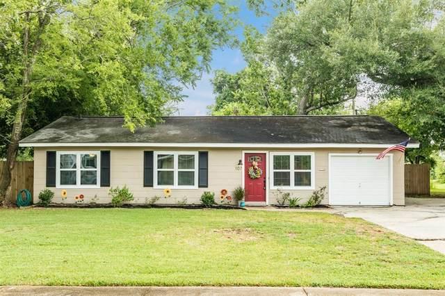 107 Pecan Lane, Lake Jackson, TX 77566 (MLS #77791003) :: The SOLD by George Team