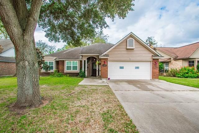 109 Sandalwood Drive, Lake Jackson, TX 77566 (MLS #77827271) :: The Bly Team